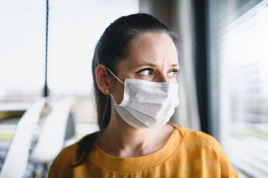 woman-with-face-masks-indoors-at-home-corona-virus-MUTR4EW_900.jpg